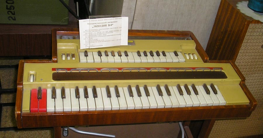 "Picture of Ekvodin V-9 model, showing double keyboards for the two ""voices"""