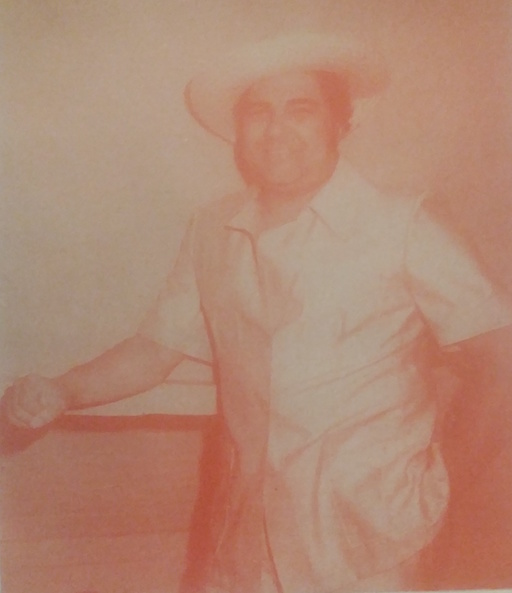 Alfredo Sadel, wearing a sombrero de cogollo and a guayabera, in a sepia-toned picture