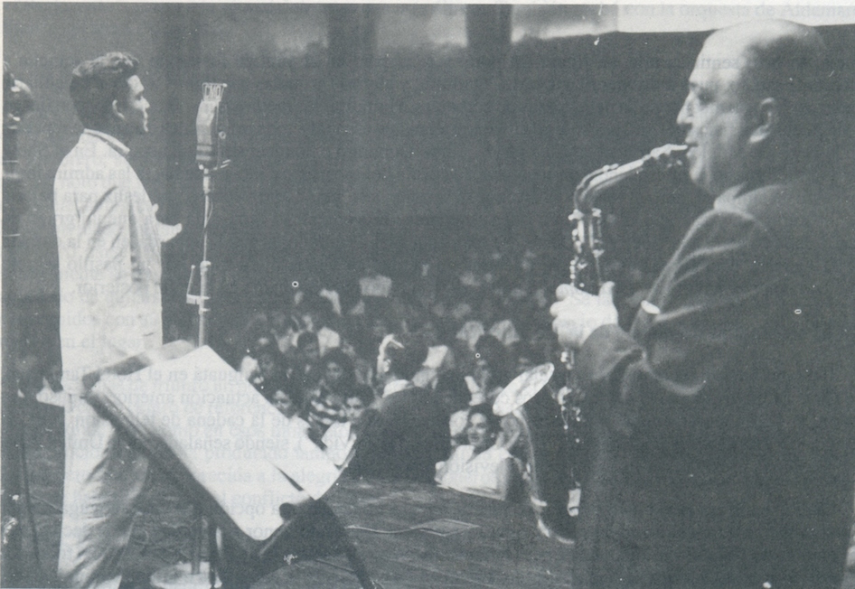 Alfredo Sadel, preparing for a live recording for broadcaster CMQ